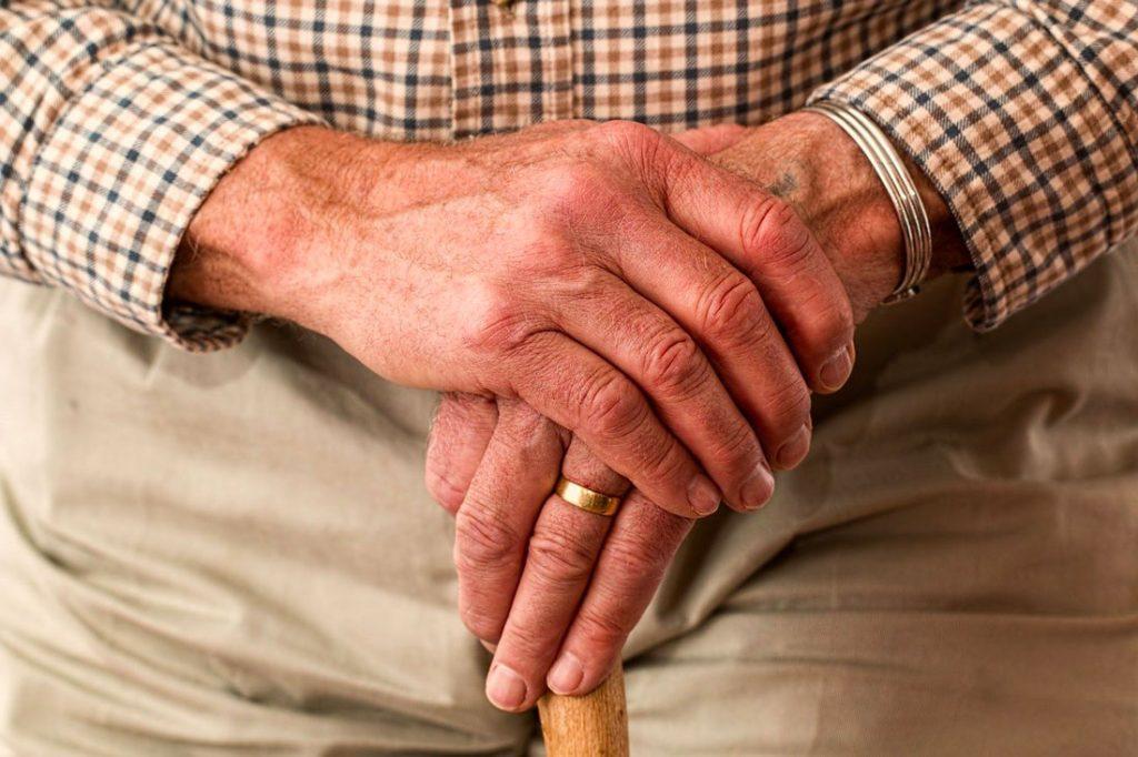 Quels sont les dangers auxquels font face les personnes âgées à la maison?